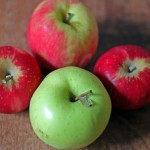 Salt_Lake_City_Farmers_Market_apples