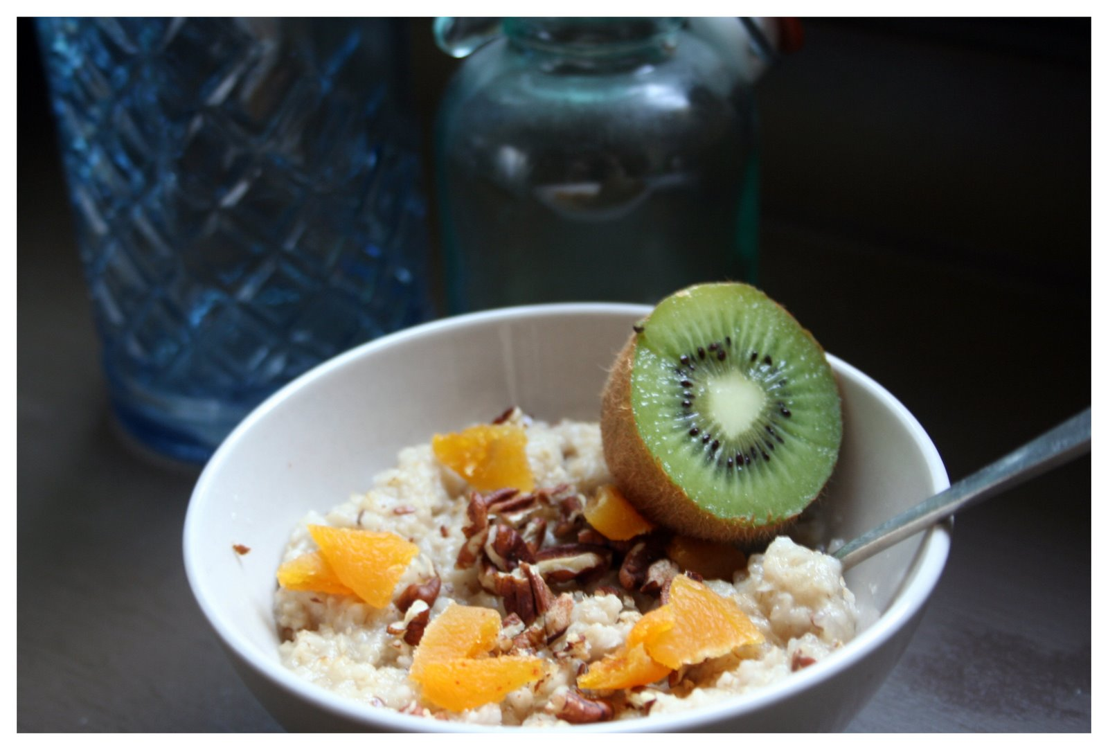 Oats with dried apricots and pecans