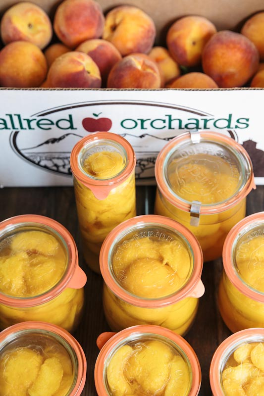 Jars of Sunshine: Honey Bourbon Canned Peaches • theVintageMixer.com