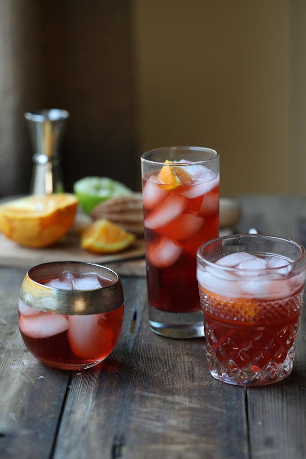 classic negroni cocktail • theVintageMixer.com