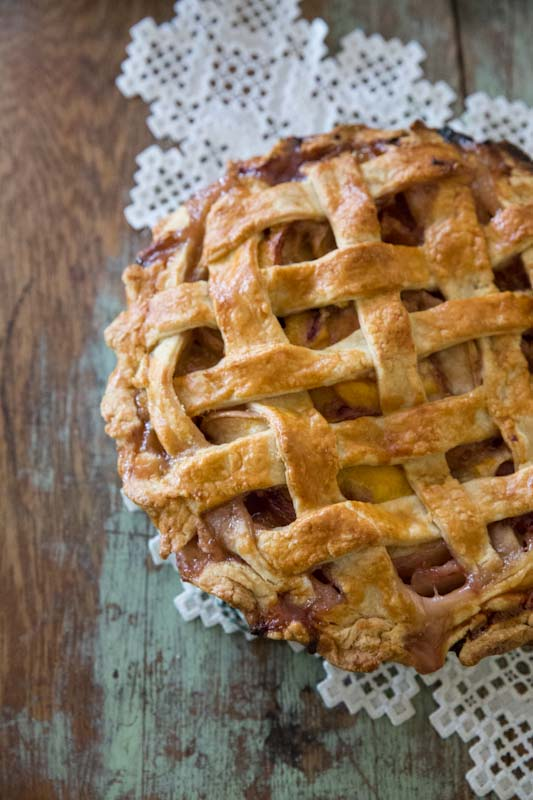 Classic Peach Pie Recipe • theVintageMixer.com
