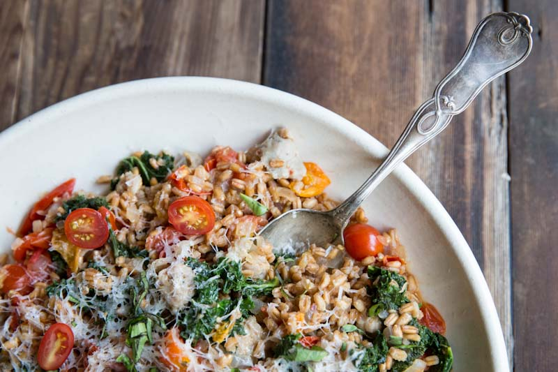 One-Pan Farro with Tomatoes, Sausage and Kale • theVintageMixer.com #eatseasonal