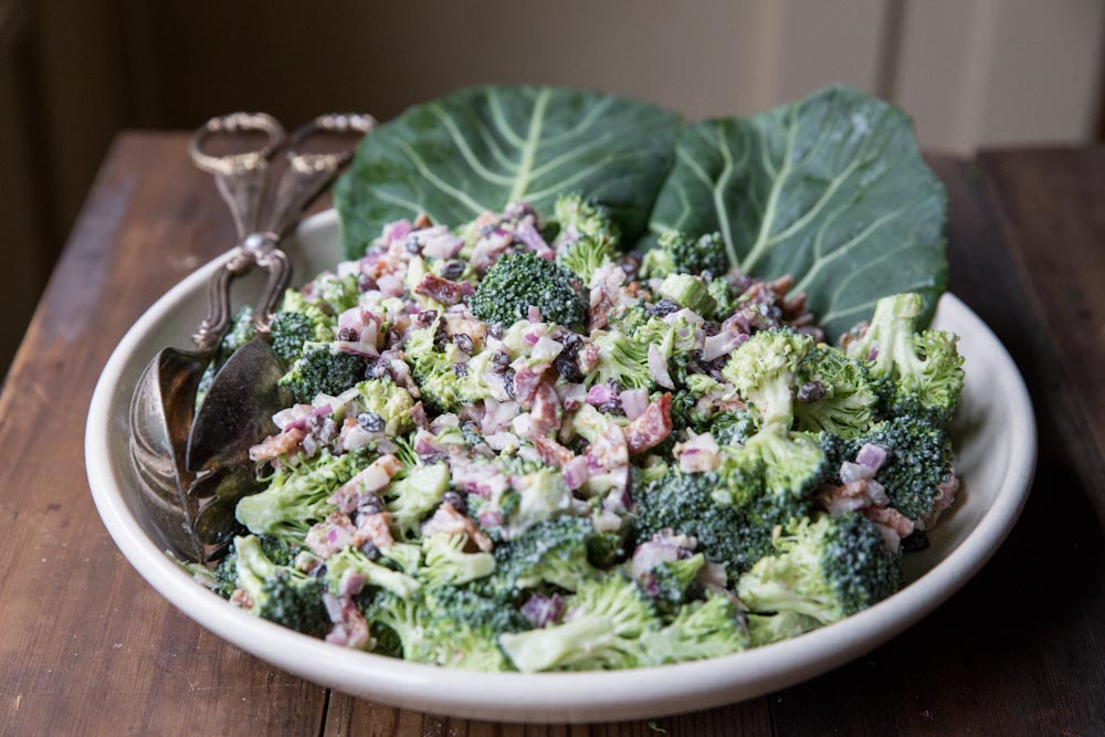 Healthy Broccoli Salad Recipe • theVintageMixer.com #healthy #salad