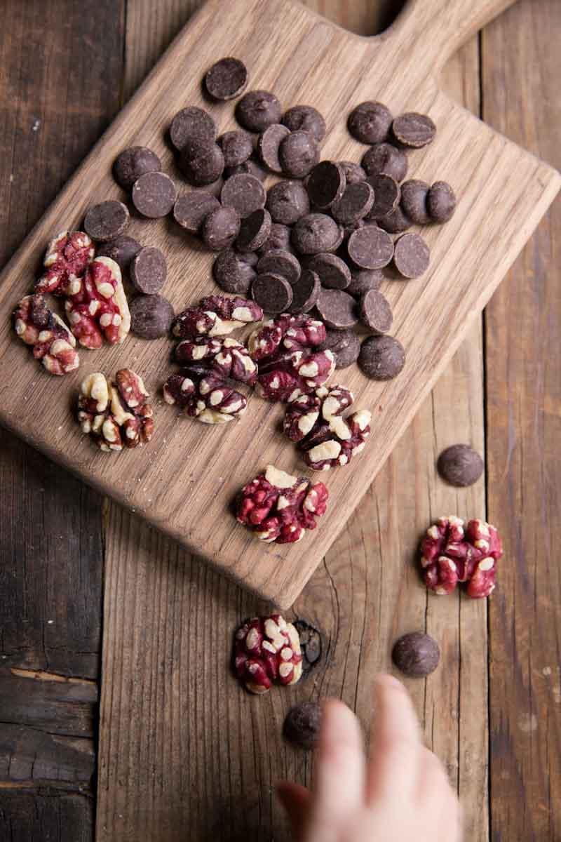 Chewy Chocolate Cookie Recipe • theVintageMixer.com #chocolatecookies #cookies