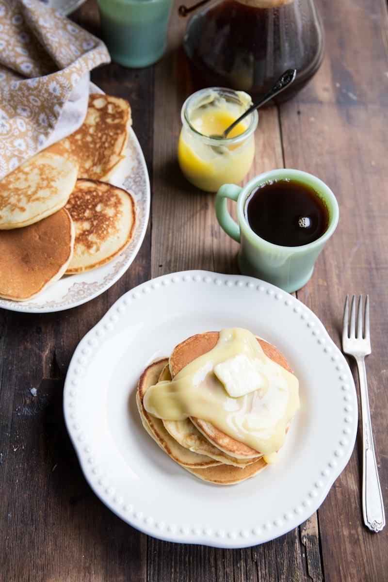 Lemon Ricotta Pancakes Recipe • theVintageMixer.com #pancakes #lemon