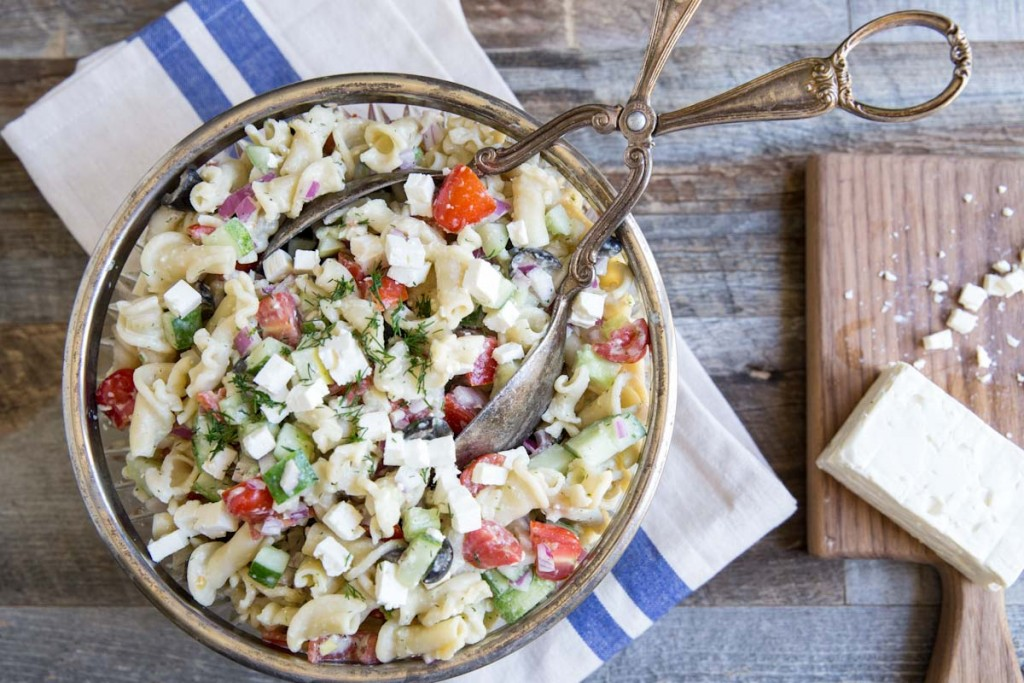 Greek Pasta Salad Recipe • theVintageMixer.com #pastasalad