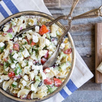 Greek Pasta Salad Recipe • theVintageMixer.com #pastasalad