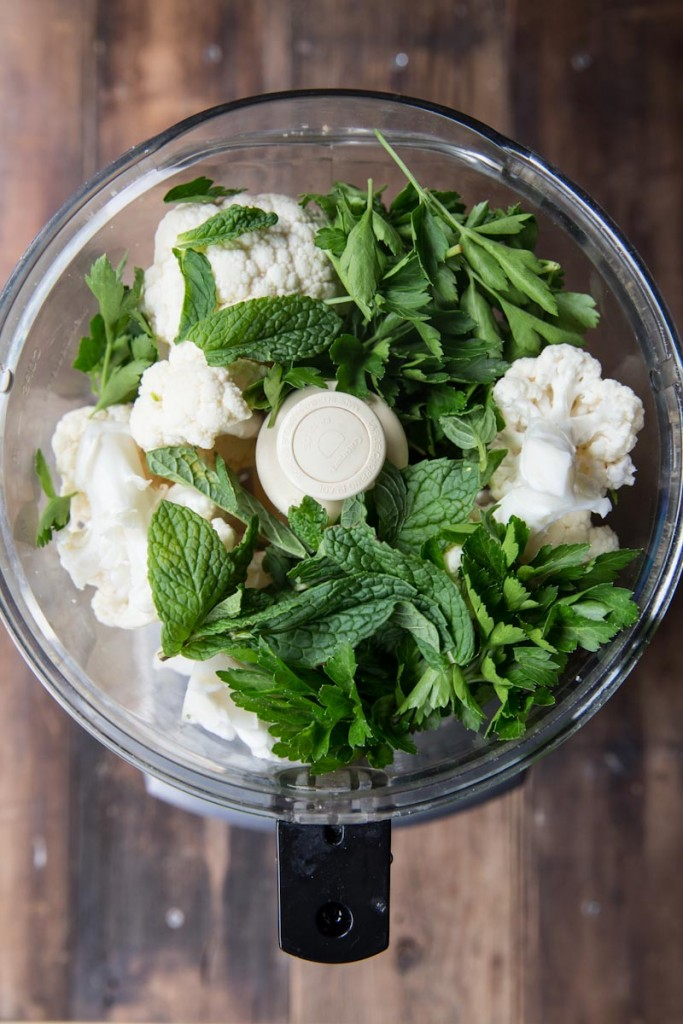 Cauliflower Couscous Greek Salad Recipe • theVintageMixer.com #greeksalad #cauliflower #cauliflowerrice #healthyrecipe #cleaneating #eatseasonal