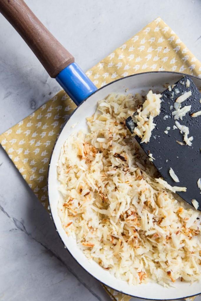 Parsnip Hash Browns • theVintageMixer.com #breakfast #cleaneating #healthyrecipe #eatseasonal