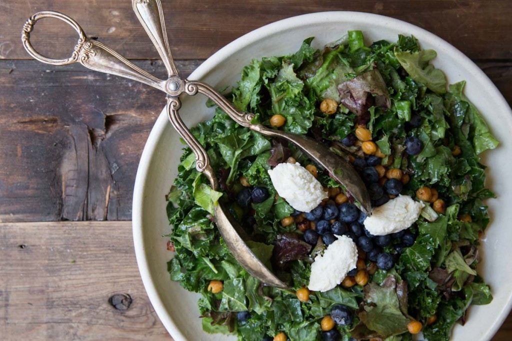 Kale caesar salad recipe • theVintageMixer.com #kale #caesarsalad #saladrecipe