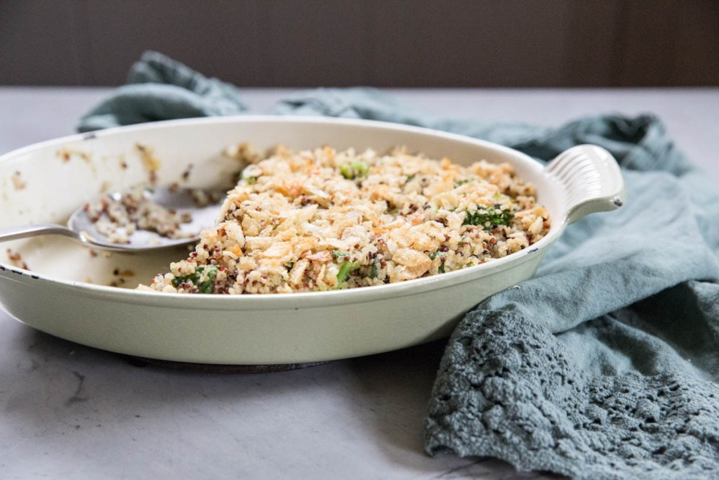 Cheesy Broccoli and Chicken Quinoa Casserole • theVintageMixer.com #easyrecipe #healthyrecipe
