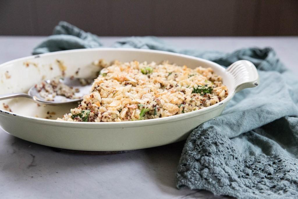 Cheesy Broccoli and Chicken Quinoa Casserole • theVintageMixer.com #easyrecipe #healthyrecipe