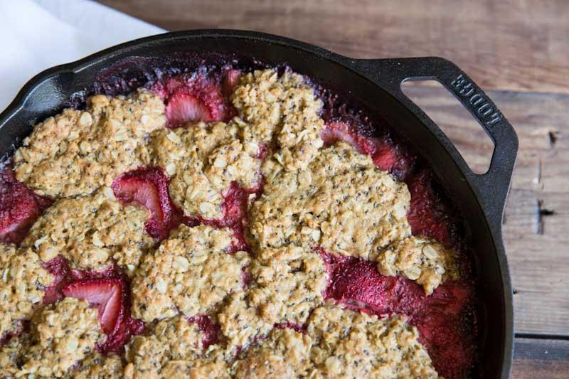 Strawberry Rhubarb Skillet Pie Recipe • theVintageMixer.com #rhubarbrecipe