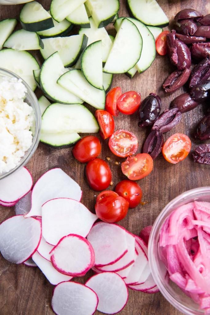 Chicken Gyro Bowl Recipe • theVintageMixer.com #gyros #bowlfood #chickenrecipe #quinoarecipe