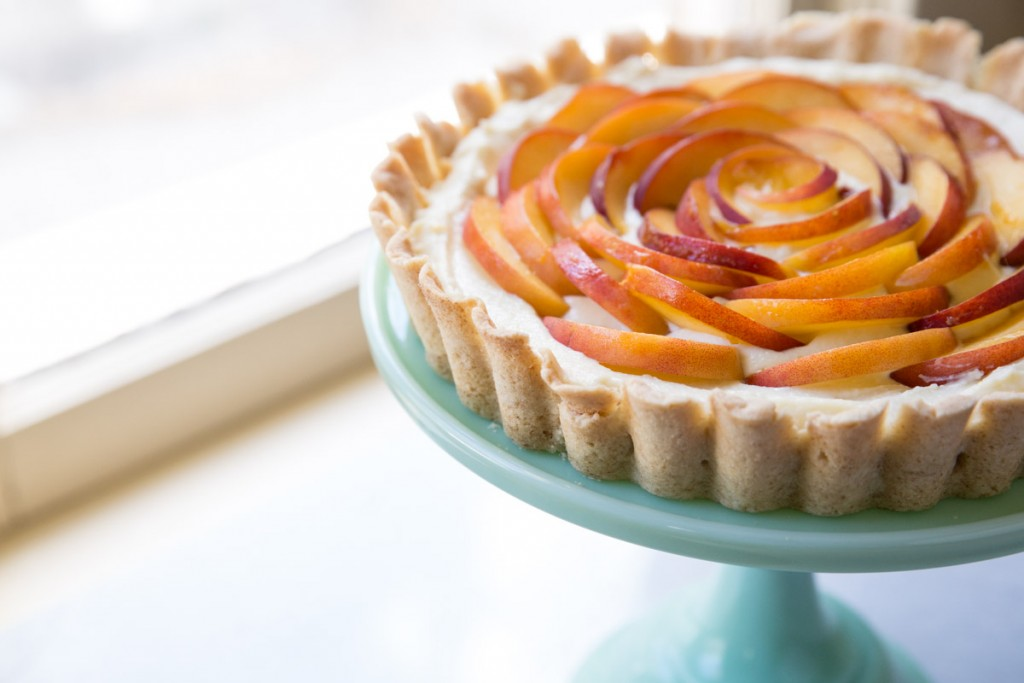 Peach and Ginger Cream Tart Recipe • theVintageMixer.com #tart #peachrecipe #dessertrecipe
