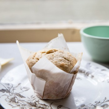 Bakery Style Date and Walnut Banana Muffin Recipe •theVintageMixer.com #muffinrecipe #bakerystylemuffin #healthymuffin #bananamuffin