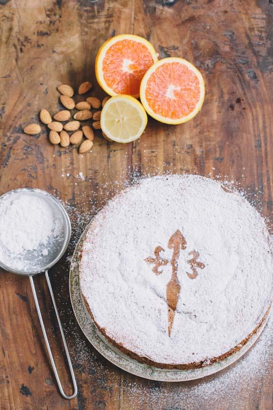 Tarte de Santiago Spanish Cake Recipe • thevintagemixer.com