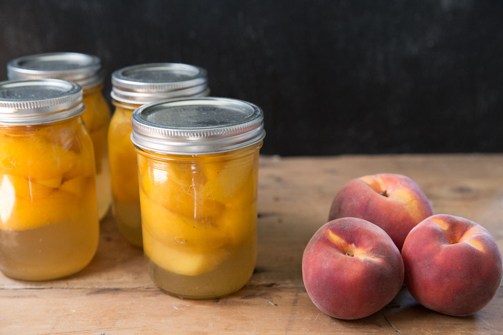 Canned Peaches Recipe with Honey • theVintageMixer.com #canning