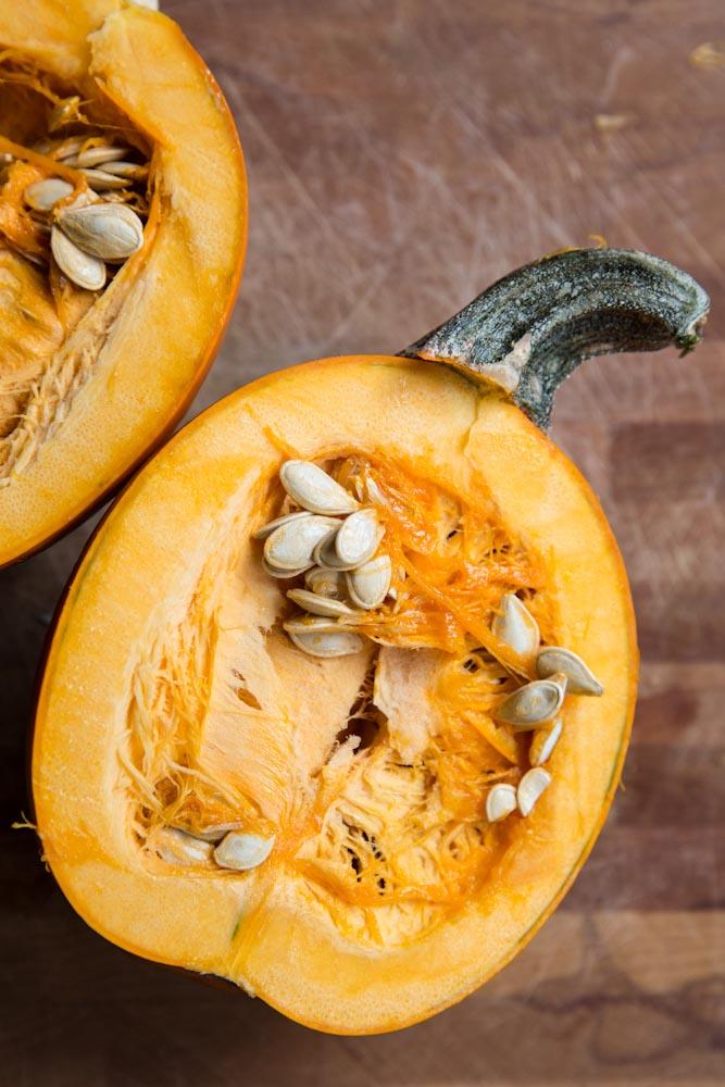 Homemade Pumpkin Puree Recipe •theVintageMixer.com