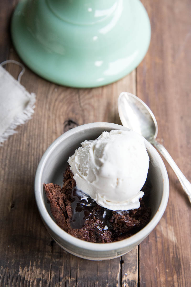 Mexican Chocolate Pudding Cake Recipe • theVintageMixer.com #chocolatecake #vegan