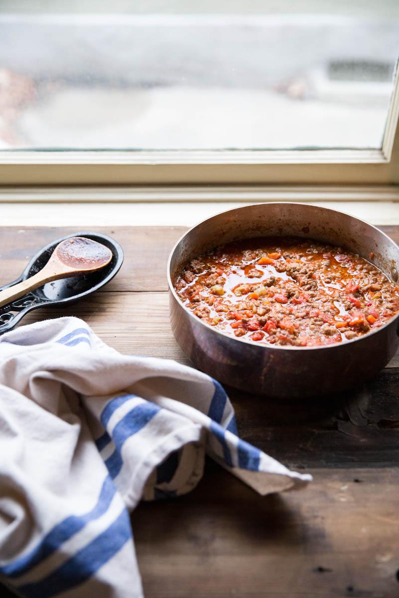 Homemade Bolognese Sauce Recipe • theVintageMixer.com #pasta #bolognese
