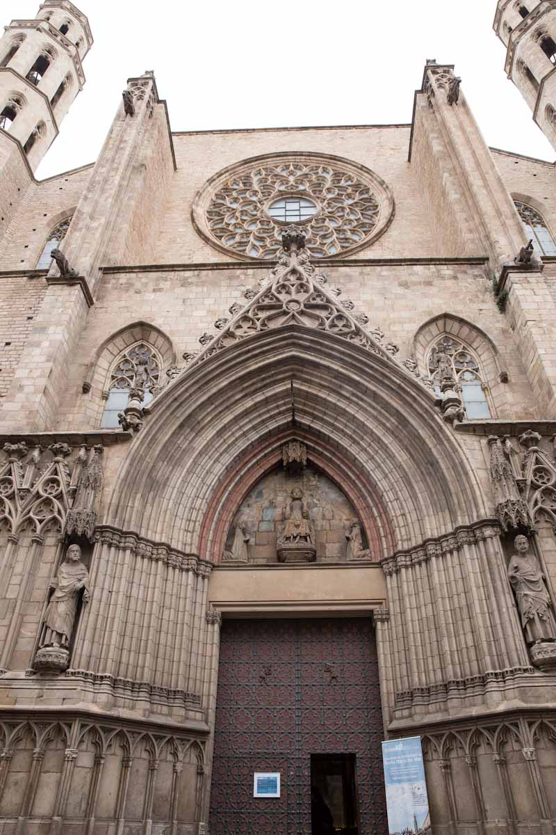 churches in Barcelona Spain • theVintageMixer.com #barcelona