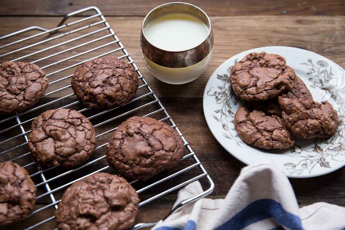 Chewy Chocolate Cookie Recipe • theVintageMixer.com #chocolatecookies #cookies