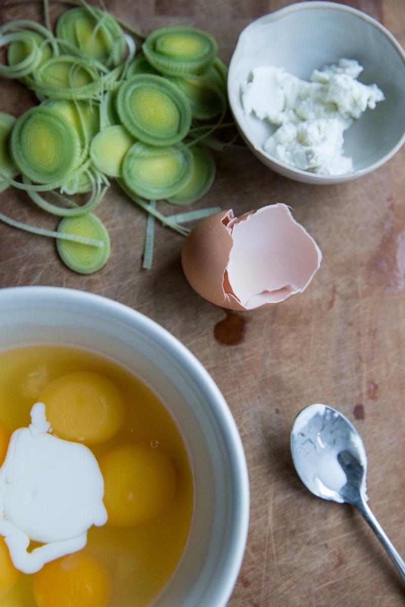 How to make soft scrambled eggs • theVintageMixer.com #eggs #breakfast