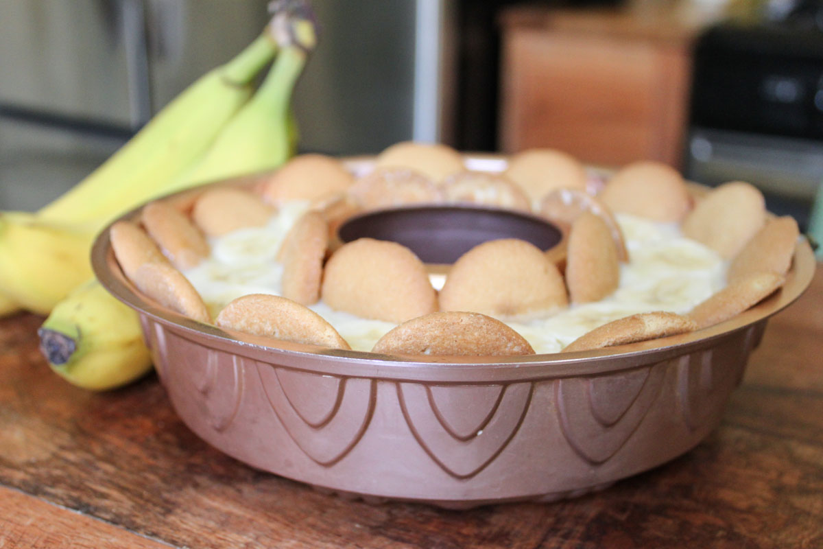 Old Fashioned Banana Pudding • theVintageMixer.com #vintagerecipe
