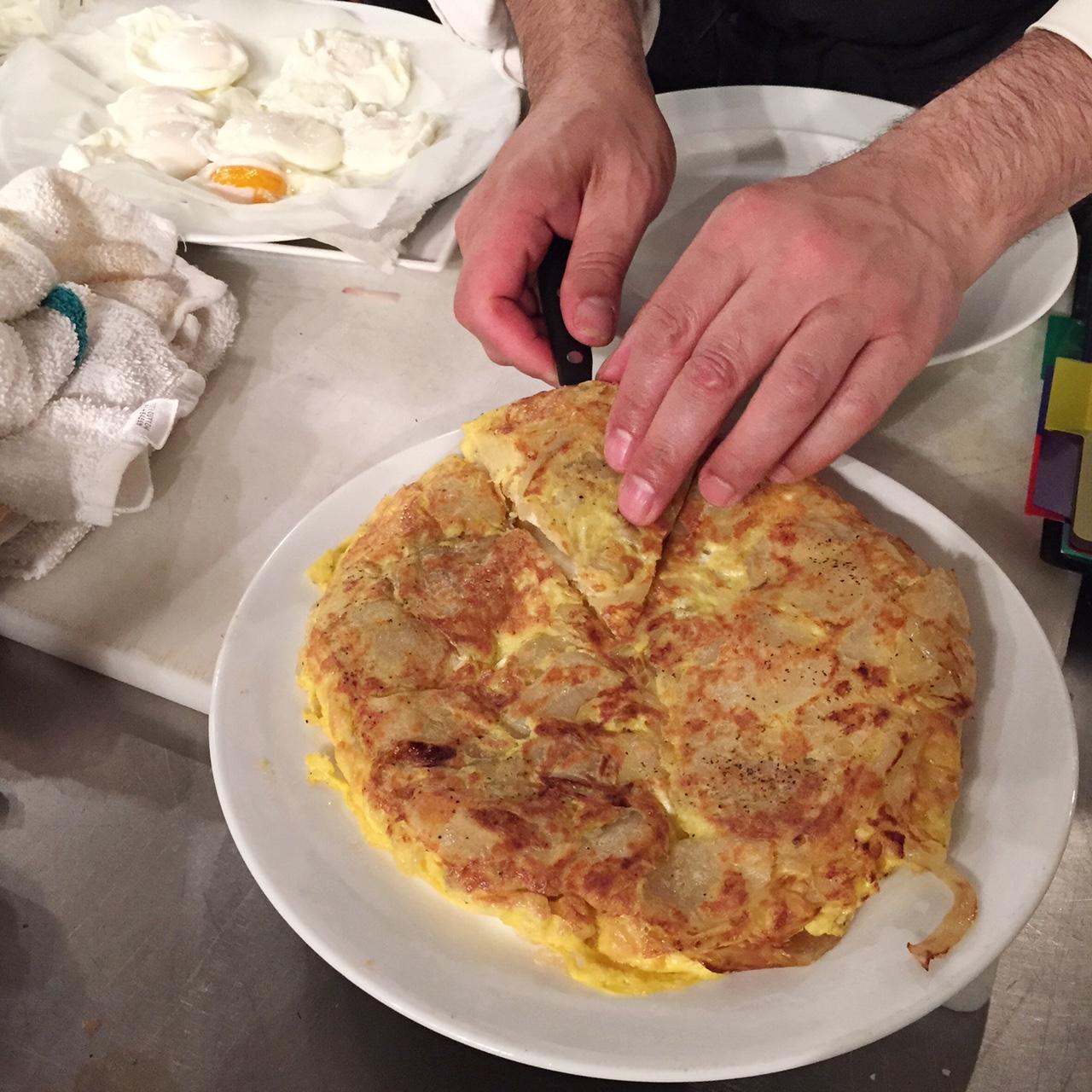 culinary school Tortilla Española • theVintageMixer.com #culinaryschool