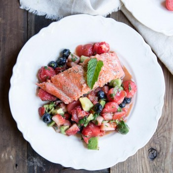 A tasty and healthy dinner that is also good for your skin •Baked Salmon with Fruit Salad •theVintageMixer.com #healthydinner #salmon