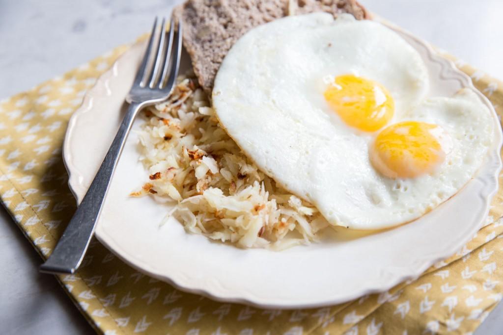 Parsnip Hash Browns •theVintageMixer.com #cleaneating #healthyrecipe #eatseasonal
