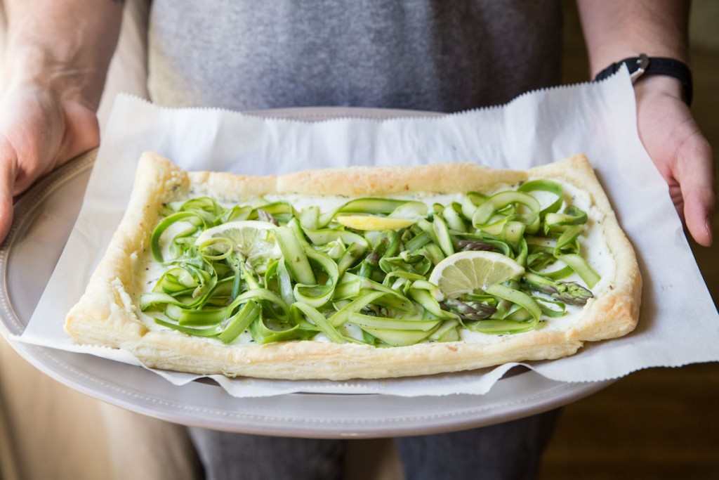 Asparagus and Ricotta Tart • theVintageMixer.com #asparagus #eatseasonal #healthyrecipes