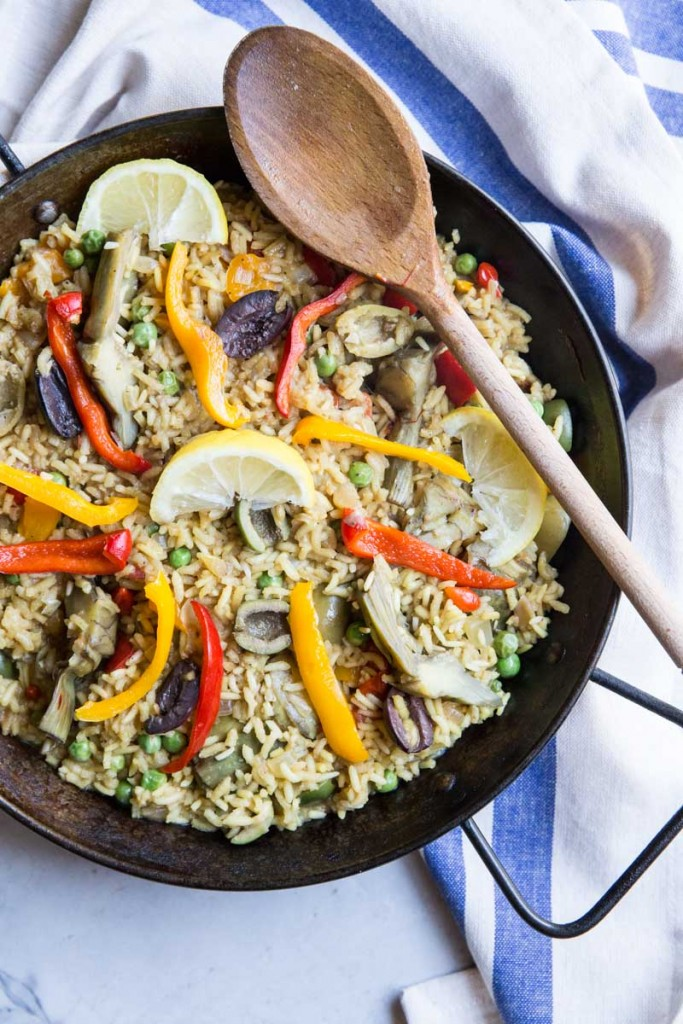Veggie Paella Recipe with Artichokes and Olives • theVintageMixer.com #eatseasonal #vegetarianrecipe #meatlessmonday