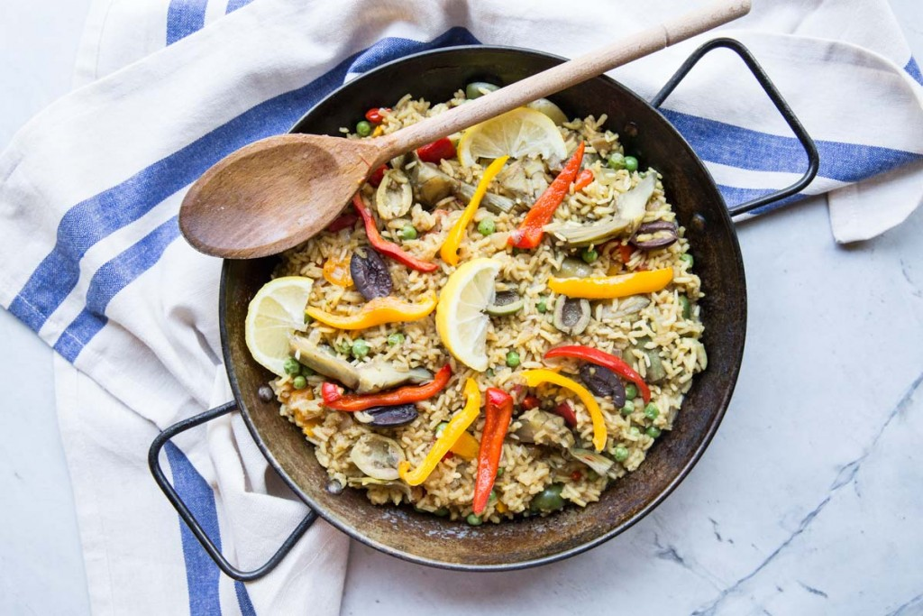 Veggie Paella Recipe with Artichokes and Olives • theVintageMixer.com #eatseasonal #vegetarianrecipe #meatlessmonday