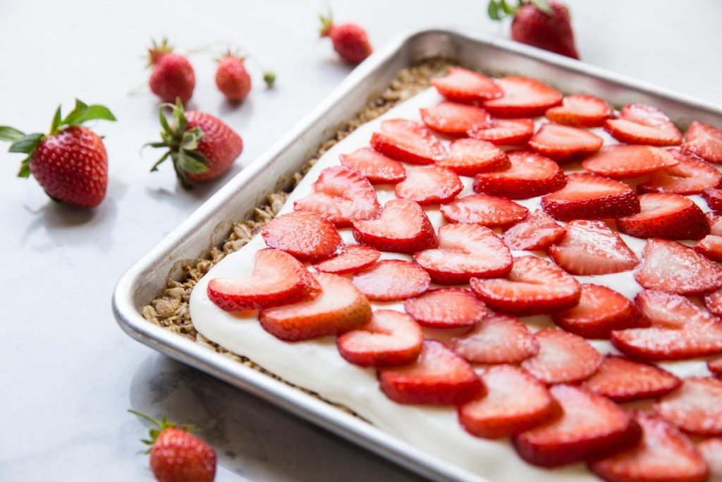 Strawberries and Cream Oat Bars • theVintageMixer.com #bars #strawberries #4thofJuly