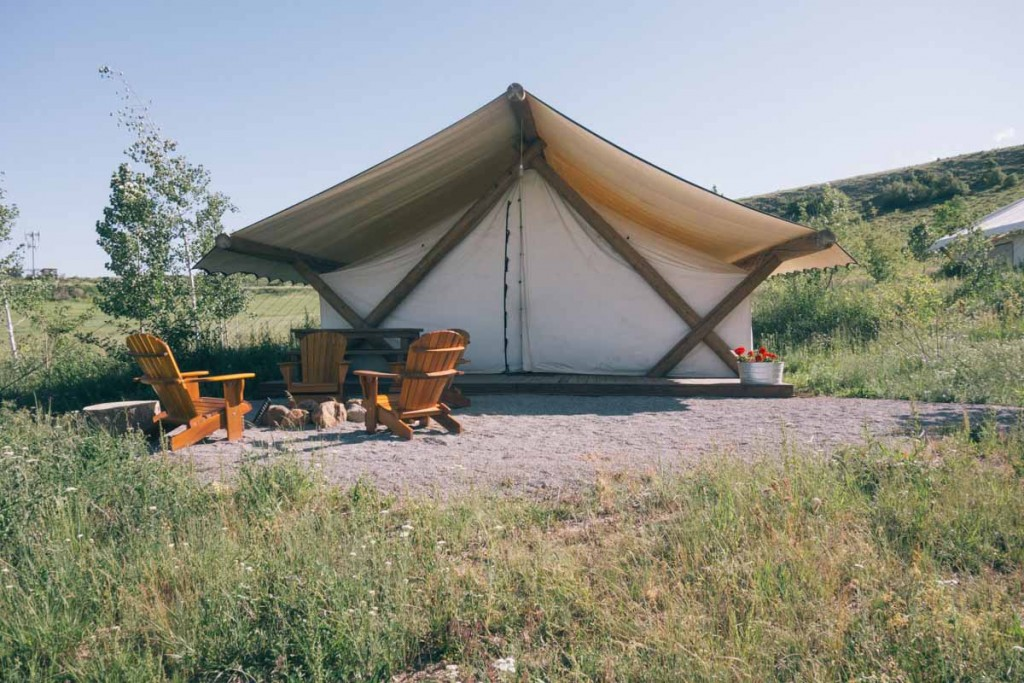 Conestoga Ranch Glamping at Bear Lake • theVintageMixer.com #bearlake #glamping #travelutah #utah