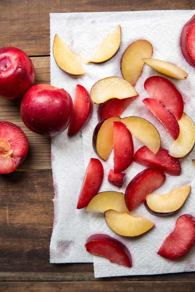 How to Freeze Fresh Fruit • theVintageMixer.com #cookbook #freezermeals #freezerrecipe
