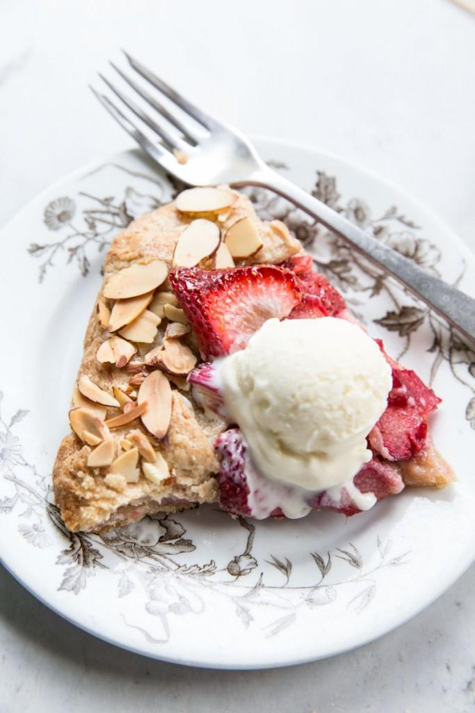 Strawberry Rhubarb Almond Galette • theVintageMixer.com #galette #strawberryrhubarb #summerdessert #fruitdessert