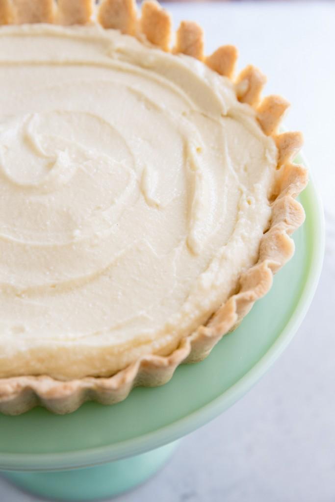 Peach and Ginger Cream Tart Recipe • theVintageMixer.com #tart #peachtart #patesucree #pastrycream