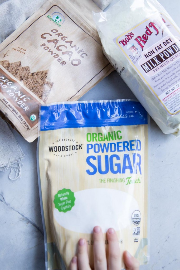 All Natural Homemade Hot Cocoa Mix Recipe with paleo and vegan options • theVintageMixer.com #hotcocoa #