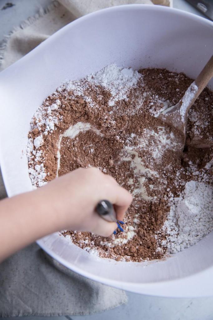 Hot Cocoa Mix Recipe • theVintageMixer.com #hotcocoamix #homemadehotcocoa