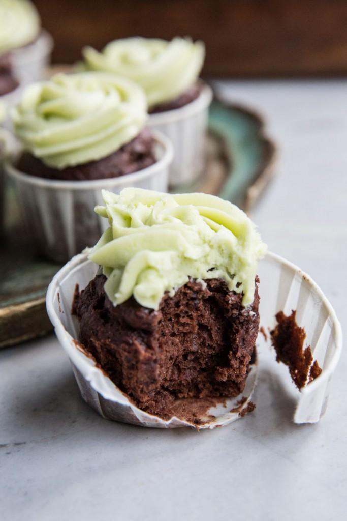Chocolate Banana Cupcakes with Matcha Frosting • theVintageMixer.com #chocolatecupcakes #matcha #greentea #naturalfoodcoloring #stpatricksdayrecipe