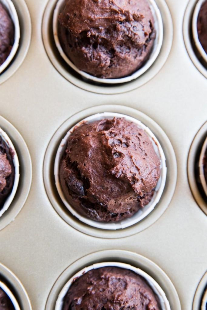 St Patrick's Day Chocolate Banana Cupcakes with Matcha Frosting • theVintageMixer.com #chocolatecupcakes #matcha #greentea #naturalfoodcoloring #stpatricksdayrecipe