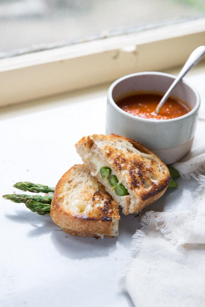 Roasted Aspragus Grilled Cheese Recipe • theVintageMixer.com #eatseasonal #grilledcheese #asparagusrecipe