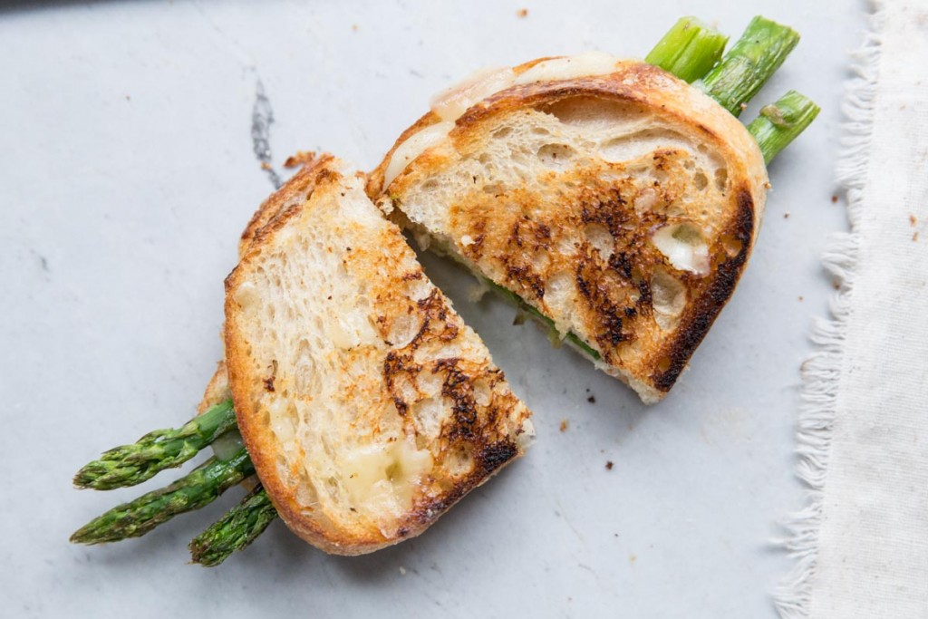 Asparagus Grilled Cheese Sandwich • theVintageMixer.com #asparagusrecipe #grilledcheese #eatseasonal