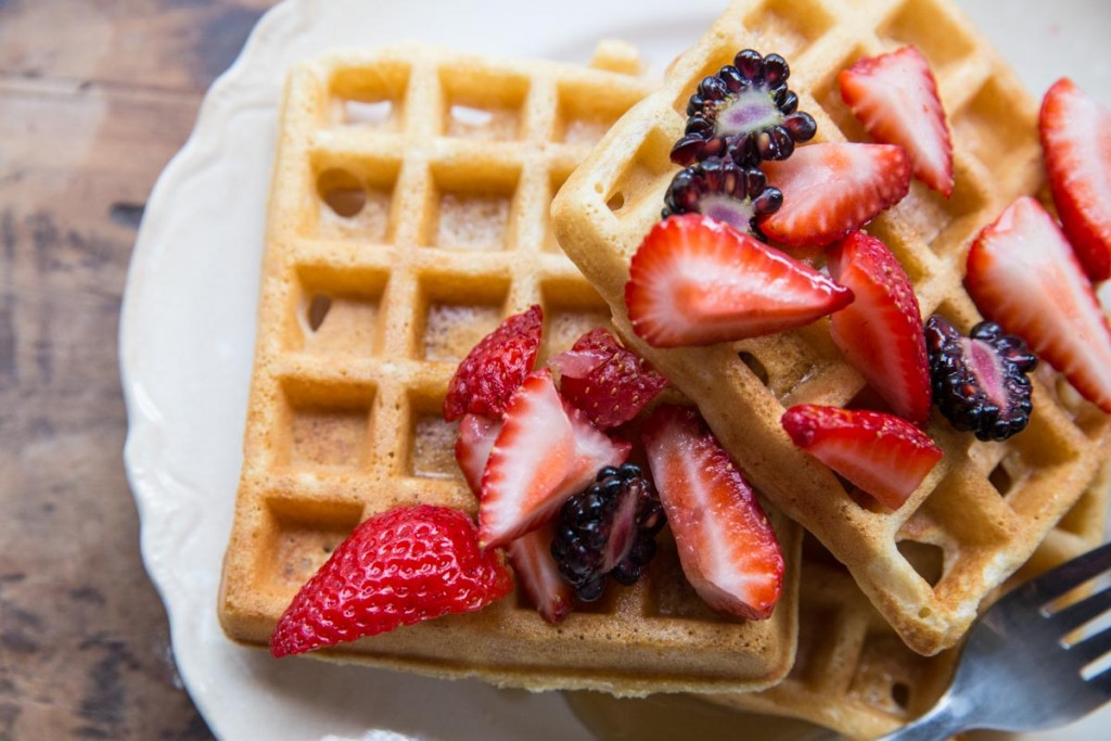 How to make homemade whole wheat waffles • theVintageMixer.com