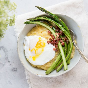 Breakfast or Dinner Polenta Bowls topped with Asparagus, Pancetta and Poached Eggs • theVintageMixer.com