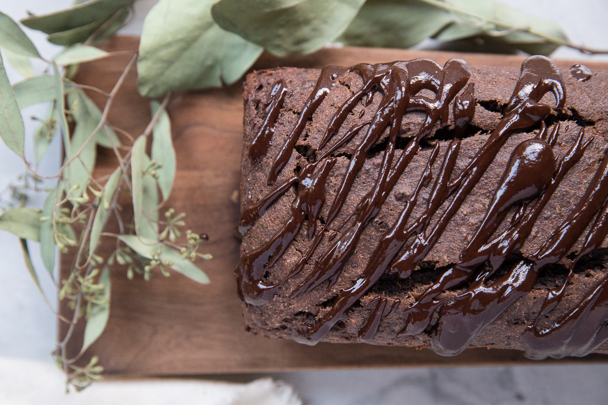This gluten free and refined sugar free chocolate banana bread is a recipe you but try!