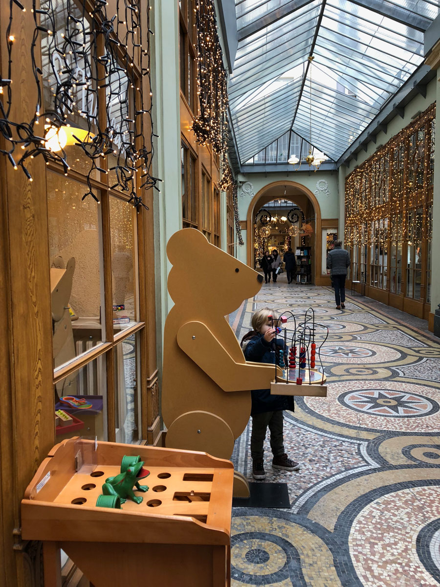 A great blog about all things kid related in Paris including the best toy shops
